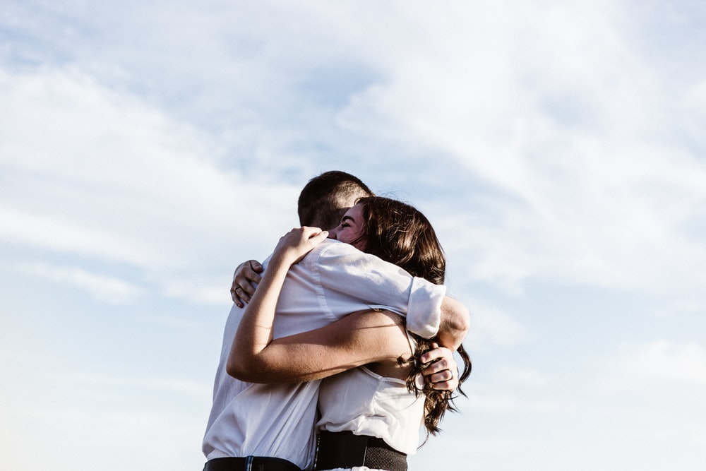 couple-hugging-happy-love